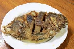 Peixes profundos de Fried Tilapia, pratos quentes da carne Imagem de Stock Royalty Free
