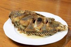 Peixes profundos de Fried Tilapia, pratos quentes da carne Fotografia de Stock