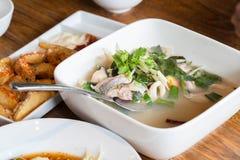 Peixes quentes & ácidos picantes claros tailandeses da sopa Imagem de Stock Royalty Free
