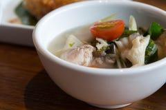 Peixes quentes & ácidos picantes claros tailandeses da sopa Fotos de Stock Royalty Free