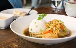 Peixes salmon cozinhados com molho e arroz de soja Imagens de Stock Royalty Free