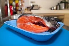 Peixes salmon frescos foto de stock