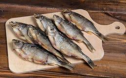 Peixes secados em uma tabela de madeira Fotografia de Stock