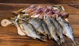 Peixes secados em uma tabela de madeira Foto de Stock Royalty Free
