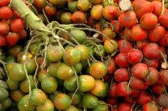 Pejibaye no mercado ao ar livre fotografia de stock