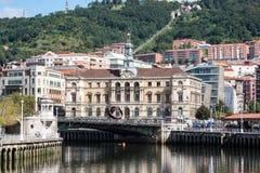 Pejzaż miejski Bilbao, Hiszpania Nervion rzeka krzyżuje Bilbao śródmieście zdjęcie royalty free