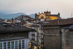 Pejzaż miejski przy nightVitoria-Gasteiz, Baskijski kraj, Hiszpania zdjęcie stock