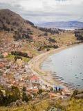 Pejzaż miejski Copacabana w Boliwia, jeziorny Titicaca obraz stock