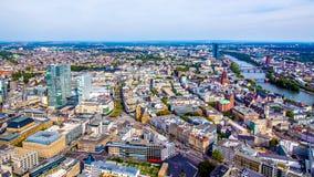 Pejzaż miejski Frankfurt magistrala, Niemcy - Am - obrazy stock