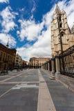Pejzaż miejski Leon z gotich katedrą i pedrestrian kwadratem Obrazy Royalty Free