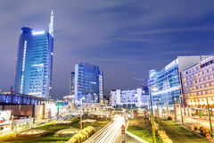 Pejzaż miejski przy nocą, Mediolan, Włochy Zdjęcia Stock