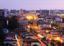 Pejzaż miejski przy zmierzchem w Sabah, Borneo obraz royalty free
