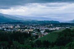 Pejzaż miejski Słoweński uniwersytecki grodzki Maribor moment po zmierzchu zdjęcie royalty free