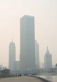 Pejzaż miejski Tianjin miasto przy Haihe rzeczną strefą z zanieczyszczeniem powietrza Zdjęcia Stock