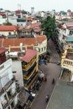 Pejzaż miejski wliczając domów, budynków i ulicy z bicyklami które przeglądają od dachu w Hanoi, Wietnam, Fotografia Stock