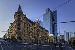 Pejzaż miejski z Commerzbank Frankfurt magistrala - Am - obraz stock