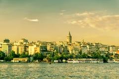Pejzaż miejski z Galata wierza nad Złotym rogiem, Istanbuł fotografia stock