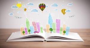 Pejzażu miejskiego rysunek na otwartej książce zdjęcia royalty free