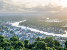 Pejzażu miejskiego widok Chumphon ujście, Tajlandia Obrazy Royalty Free