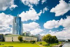 Pejzażu miejskiego widok Nowożytna drapacz chmur architektura Minsk, Od Obrazy Stock