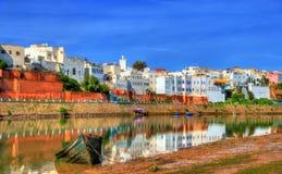 Pejzaż miejski Azemmour na banku Oum rzeka w Maroko er Obraz Royalty Free