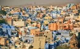 Pejzaż miejski indyjski miasto z kolorowymi budowami w prostym azjata stylu w India Obrazy Stock