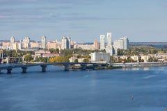 Pejzaż miejski Kiyv na lewym brzeg rzeki Dnipro Zdjęcie Stock