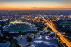 Pejzaż miejski Monachium przy półmrokiem Zdjęcia Stock
