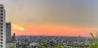 Pejzaż miejski: Panoramiczny widok zmierzch i miasto Obrazy Royalty Free
