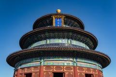 PEKÍN, CHINA - 19 DE DICIEMBRE DE 2017: El Templo del Cielo de Pekín con el tiro apretado del cielo azul fotografía de archivo