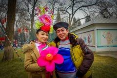 PEKÍN, CHINA - 29 DE ENERO DE 2017: La gente que asiste a los Años Nuevos justos en Longtan parquea, mercado del chino tradiciona Imagenes de archivo