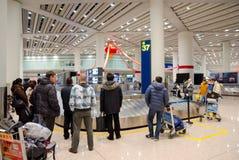 Área de la demanda del equipaje del aeropuerto Imágenes de archivo libres de regalías