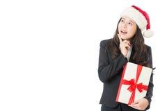 Peka för julkvinnavisning som är upphetsat och som är förvånat royaltyfri foto
