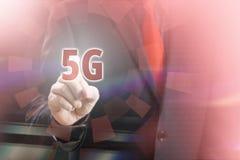 peka 5G Fotografering för Bildbyråer