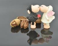 Pekannüsse und küssen Schafe Stockfotos