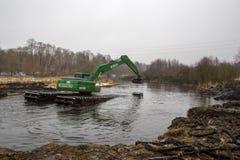 Pekhorka河的清洁 免版税图库摄影
