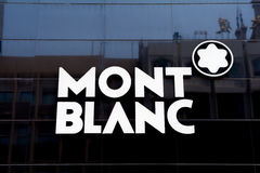 PEKIN CHINY, MAJ, - 22, 2016: Firma znak MONT BLANC na Bladym Zdjęcia Stock