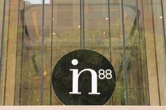 PEKIN CHINY, MAJ, - 22, 2016: Firma znak in88 na Wangfujin Obrazy Stock