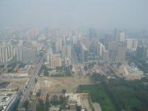 PEKIN, CHINY - 28 2011 SIERPIEŃ widok na Pekin linii horyzontu o fotografia royalty free