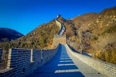 PEKIN, CHINY - 29 STYCZEŃ, 2017: Fantastyczny widok imponująco wielki mur na pięknym słonecznym dniu, lokalizować przy Juyong Fotografia Stock