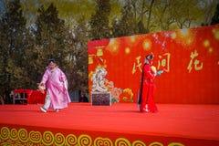 PEKIN, CHINY - 29 STYCZEŃ, 2017: Uczęszczać nowego roku świętowania festiwal w świątyni ziemia park, udziały czerwień Fotografia Royalty Free