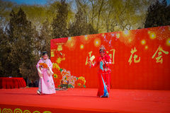 PEKIN, CHINY - 29 STYCZEŃ, 2017: Uczęszczać nowego roku świętowania festiwal w świątyni ziemia park, udziały czerwień Obraz Stock