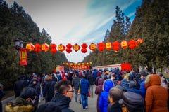 PEKIN, CHINY - 29 STYCZEŃ, 2017: Uczęszczać nowego roku świętowania festiwal w świątyni ziemia park, udziały czerwień Obraz Royalty Free