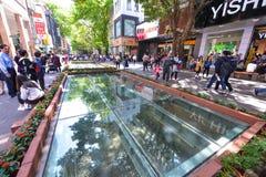 Pekin droga w Guangzhou Sławna zakupy ulica z dużo robi zakupy i restauracje wzdłuż drogi Obrazy Stock