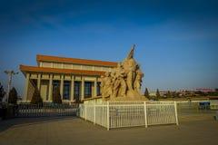 PEKING, CHINA - 29. JANUAR 2017: Mao-Gedenkhalle, herein gelegen auf Tianmen-Quadrat, Statuentribut auf chinesische Arbeitskräfte Lizenzfreies Stockbild