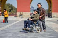 PEKING, CHINA - 14. MÄRZ 2016: Touristen, die den Tempel von besuchen Lizenzfreie Stockfotos