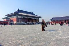 PEKING, CHINA - 14. MÄRZ 2016: Touristen, die den Tempel von besuchen Stockbilder