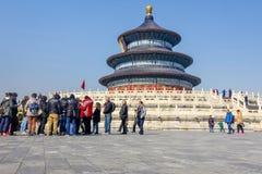 PEKING, CHINA - 14. MÄRZ 2016: Touristen, die den Tempel von besuchen Stockfotos