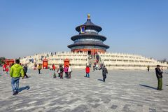 PEKING, CHINA - 14. MÄRZ 2016: Touristen, die den Tempel von besuchen Lizenzfreie Stockfotografie