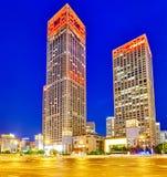 PEKING, CHINA - 20. MAI 2015: Abend, Nachtmodernes Peking-busi Stockbilder
